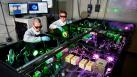 Físicos chinos trabajan en un láser tan potente que puede romper el vacío y separar materia de antimateria