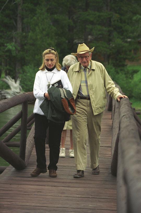 """""""El libro de extraterrestres"""" de Hillary Clinton y la conexión Rockefeller"""