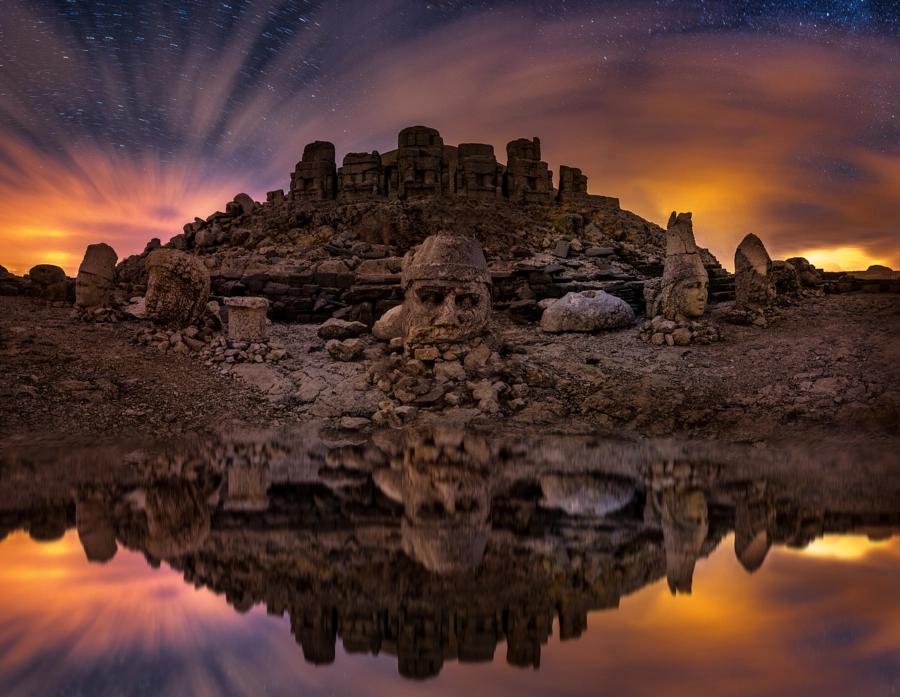 Las cabezas de piedra megalítica del Monte Nemrut y la puerta del cielo