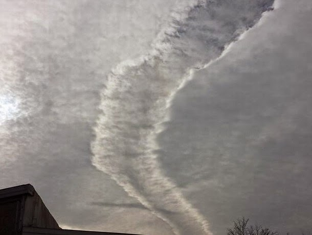 Aparecen más extrañas nubes en los cielos de Reino Unido y EE.UU.