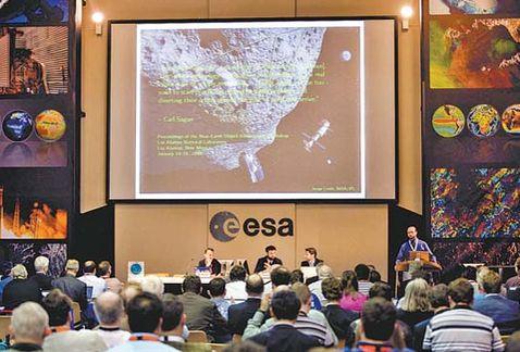 La Agencia Espacial Europea anuncia que cerca de 500 asteroides amenazan la Tierra