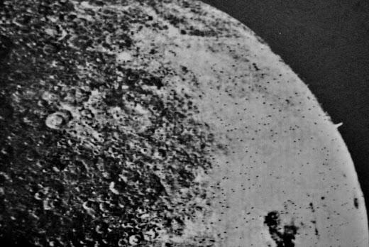 La misteriosa torre en la cara oculta de la Luna