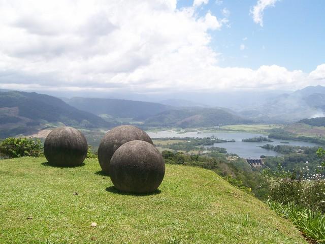 Las esferas de piedra repartidas por todo el mundo