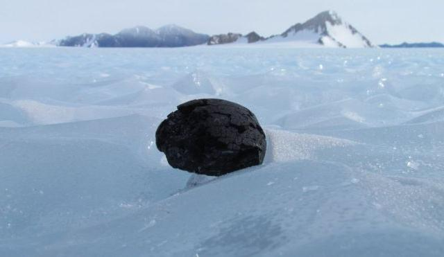 En la Antártida existiría un «cementerio» de meteoritos de hierro sepultados por el Sol