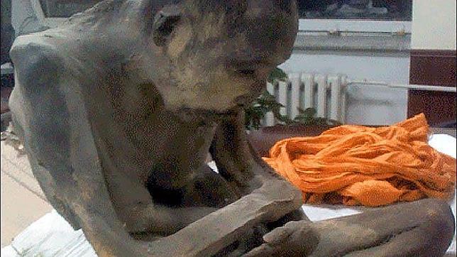 la momia budista de 200 años los monjes aseguran que no esta muerta - La Momia Budista De 200 AñOs, Los Monjes Aseguran Que No Esta Muerta