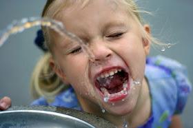Los niños que viven en áreas con agua altamente fluorada tienen menos coeficiente intelectual