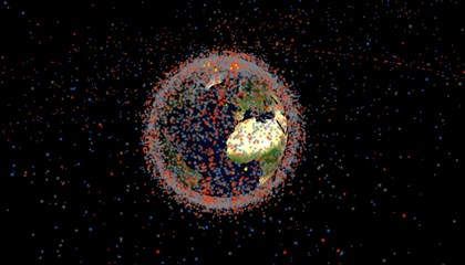 Todos los objetos artificiales que orbitan la Tierra, en una simulación