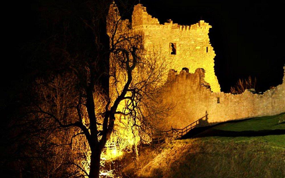 el castillo en ruinas de urquhart a orillas del lago ness batallas y monstruos legendarios - Inic.