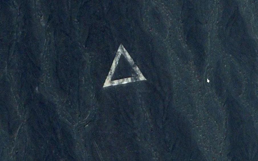 Imágenes de Satélite muestran misteriosos símbolos en el desierto chino