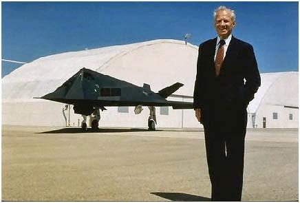 Los OVNIs son reales —admite ex-Director de Lockheed en su lecho de muerte