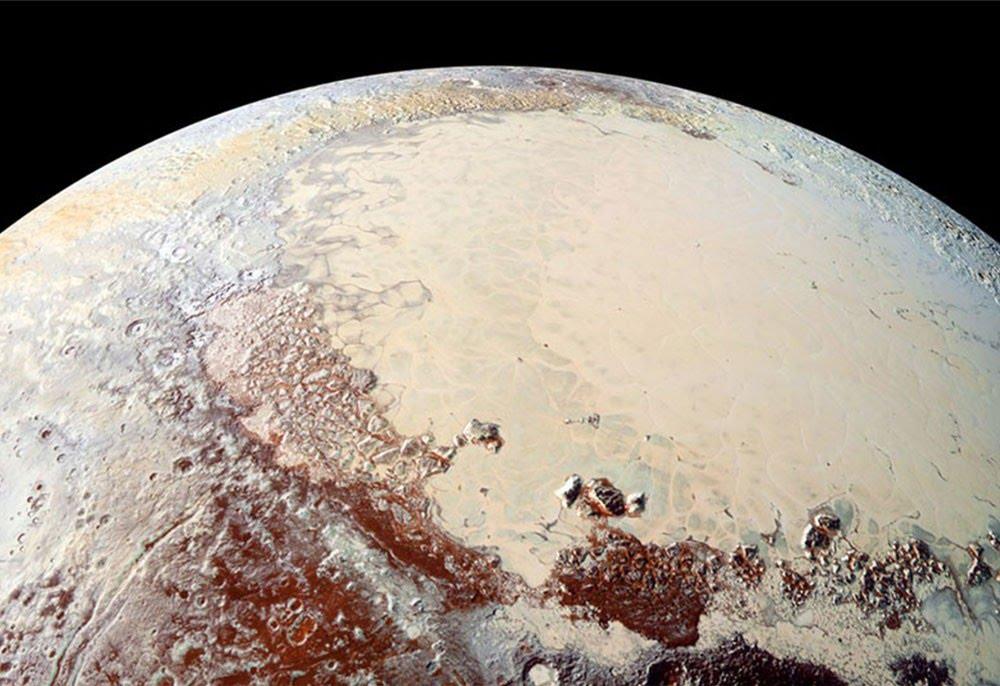 Plutón pudo formarse de la aglomeración de mil millones de cometas