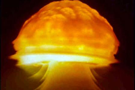 """Cuando EEUU quiso eliminar radiación con más radiación: la bomba nuclear espacial y el """"Problema Van Allen"""""""