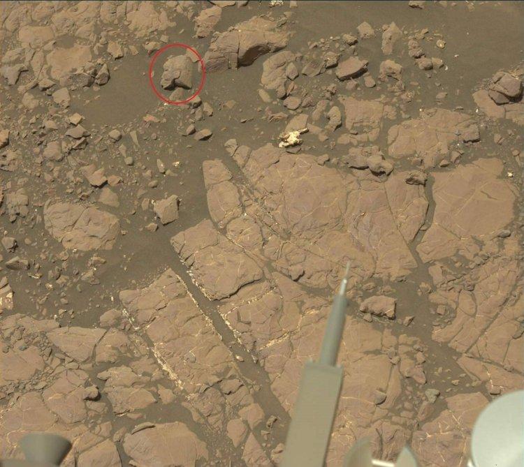 Qué Hace una Estatua Egipcia Antigua en la Superficie de Marte?