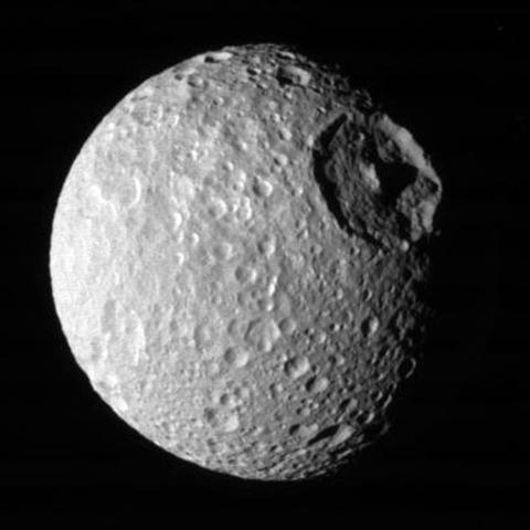 El secreto oculto de Mimas, la luna más cercana a Saturno