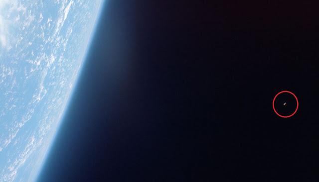 """las imagenes de la mision gemini muestra pruebas innegables de ovnis orbitando alrededor de la tierra 1 - Las imágenes de la misión Gemini muestra """"pruebas innegables"""" de OVNIs orbitando alrededor de la Tierra"""