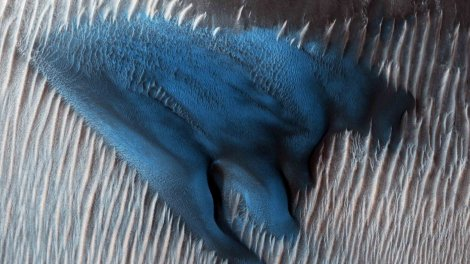 Mars Reconnaissance Orbiter fotografía una 'duna azul' en el planeta rojo