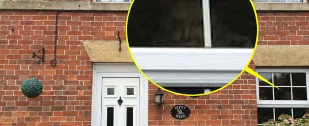 Mujer fotografía un fantasma mirando por la ventana de su casa