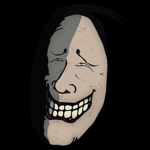 Sonrisas misteriosas de criaturas extrañas