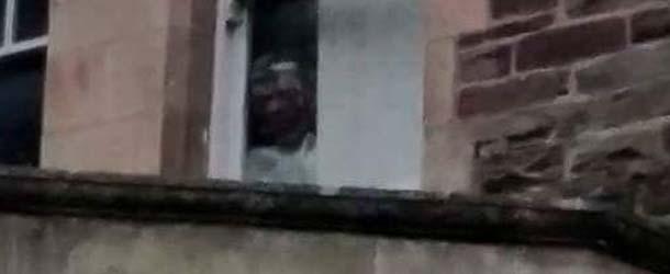 Aterrador rostro aparece en una fotografía de un manicomio abandonado de Gales
