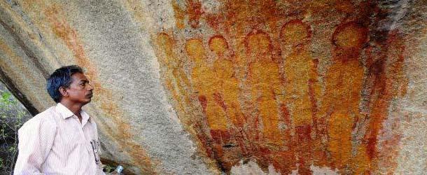Descubren en la India pinturas rupestres de Alienígenas y OVNIS con 10.000 años de antigüedad