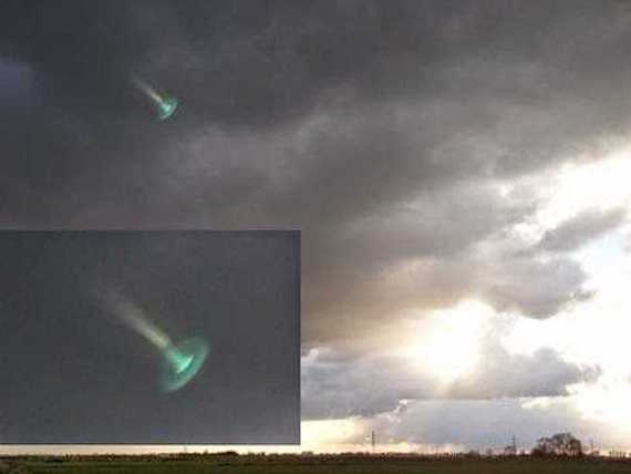 Extraños portales interdimensionales en el cielo