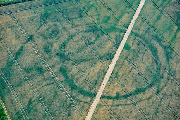 Olas de calor revelan más de 200 sitios antiguos, algunos anteriores a las pirámides y Stonehenge