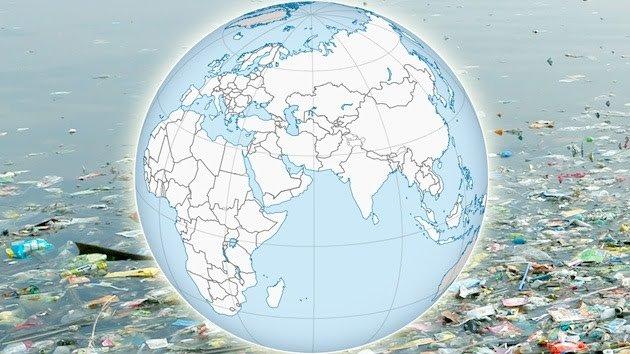 Trazan un mapamundi con «un continente de plástico»