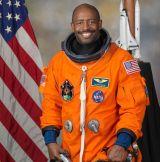 Astronauta de la NASA revela un encuentro cercano con objetos 'extraterrestres' durante la misión de lanzadera