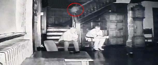 Graban tres sorprendentes figuras fantasmales en un palacio de Inglaterra