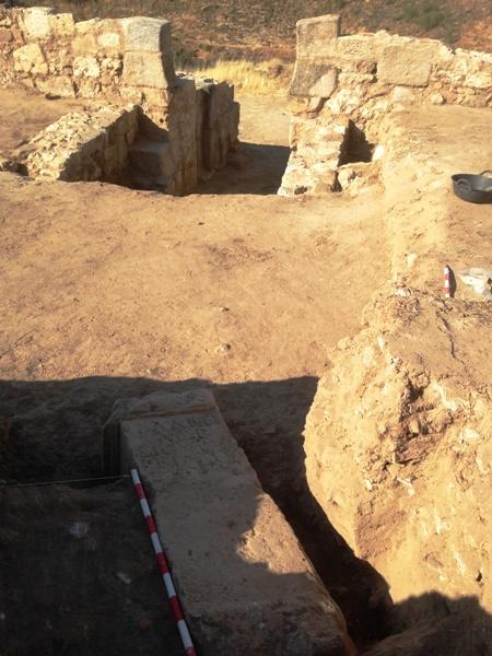 Un altar romano de 900 kilos, dedicado a Marte y del siglo I d.C., sale a luz en Alcalá la Vieja (Madrid)
