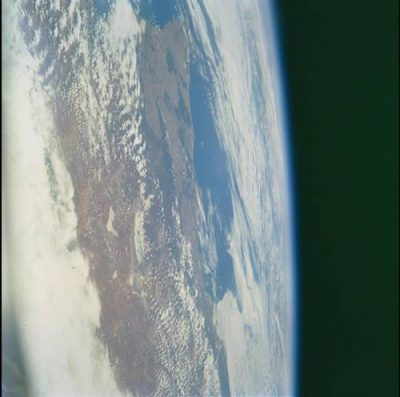 NUEVO DESCUBRIMIENTO DE UN ASOMBROSO OVNI EN LA MISIÓN STS-108
