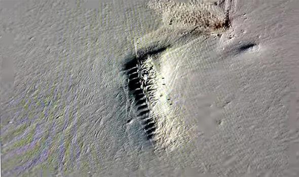 Encontradas 22 misteriosas estructuras que surgen del hielo derretido en la Antártida