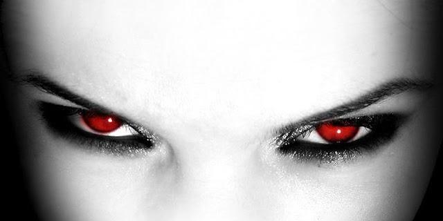 Hexe: las brujas que se convierten en vampiros