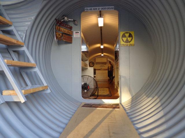 Hombre construye bunker bajo tierra por temor a la llegada de un gran cataclismo
