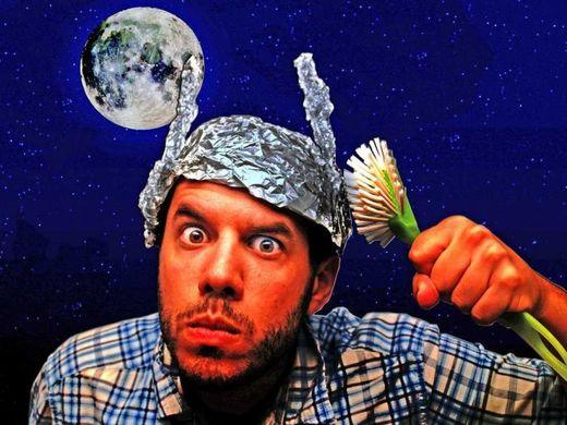 """La actitud esquizofrénica de los medios de comunicación convencionales hacia las """"teorías de la conspiración"""""""