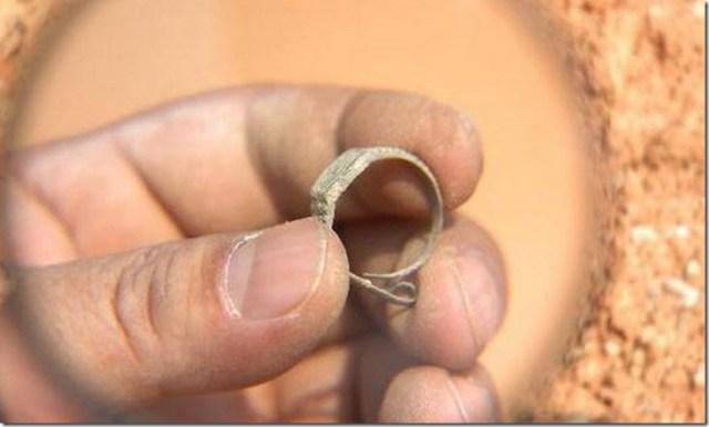 La mentira de Un reloj suizo hallado en una tumba de 400 años de antigüedad