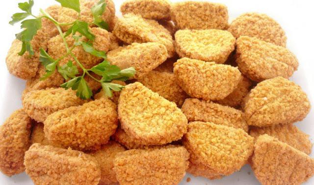 Chef expone un escandaloso proceso en la elaboración de los nuggets de pollo