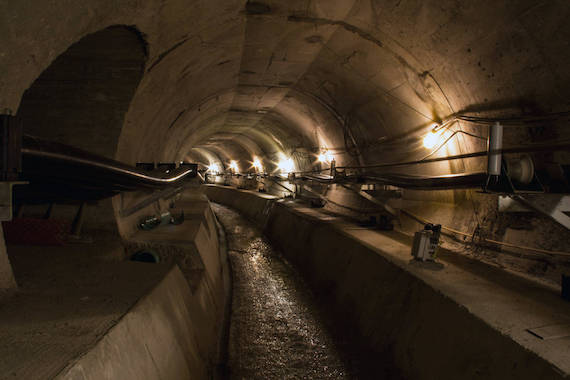 Encuentros espeluznantes con monstruos humanoides subterráneos