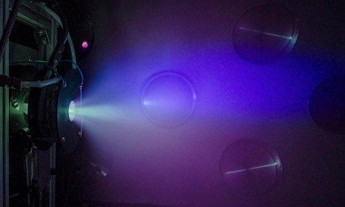 La ESA promueve una nueva fase de desarrollo del motor de plasma helicón de SENER y la UC3M