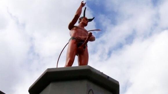Aparece una estatua de Satanás desnudo en Vancouver