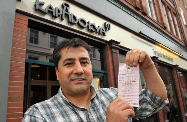 Un camarero gana la lotería después de haber tenido un sueño premonitorio
