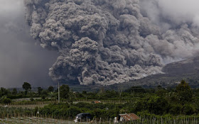 El súper volcán del lago Toba, Sumatra ha despertado y nadie dice nada