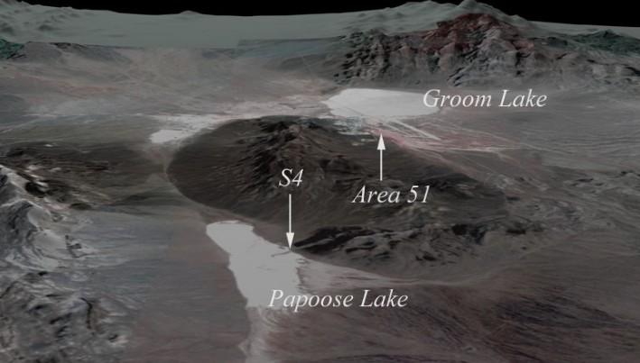 La enorme entrada de OVNI se encuentra frente al Océano Pacífico en una meseta cerca de Malibu, Californi