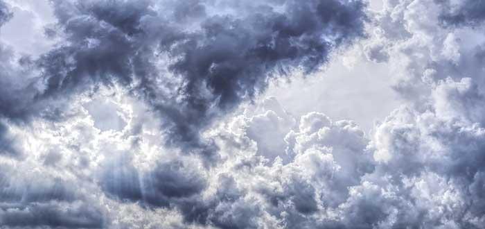 Por qué no morimos aplastados por el peso de la atmósfera?