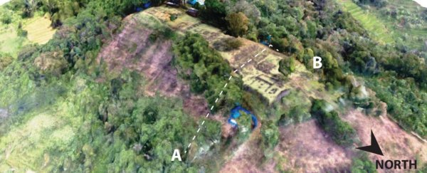 Un científico afirma que la pirámide más antigua del mundo está escondida en una montaña indonesia