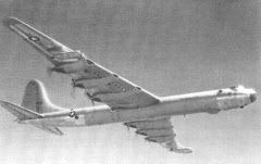 1952. Cuando dos discos voladores se acercaron a un bombardero de la Fuerza Aérea.
