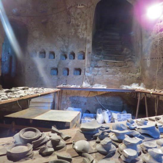 Los misteriosos antiguos etruscos subterráneos y las piramides en italia