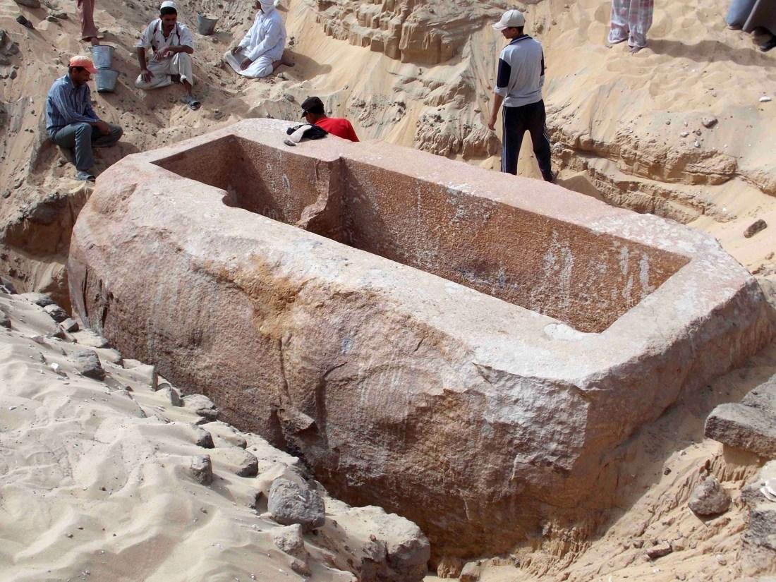 Sarcófago descubierto en Abydos de más de 60 toneladas