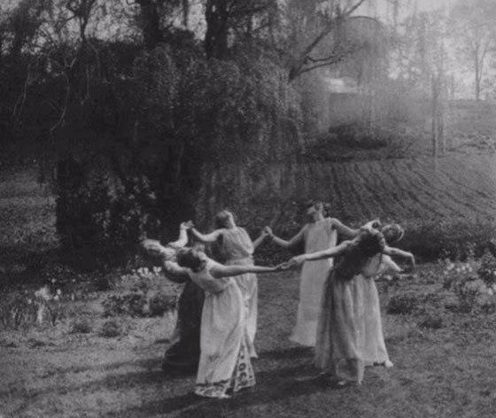 ¿Sabes Por Qué Las Brujas Vuelan En Escobas? ¡La Verdad!