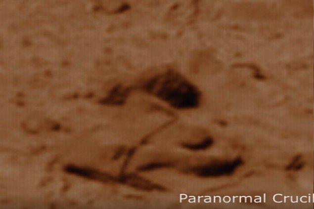 Marte: El Rover fotografía una nave estrellada